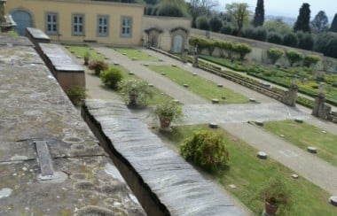 wall-overlooking-garden