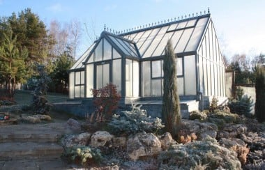 frosty-greenhouse-sun-rise