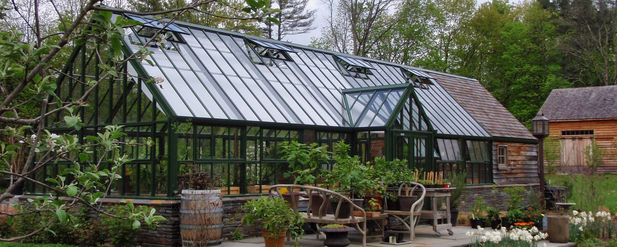 how to build a large greenhouse
